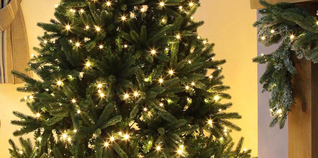 Artificial Christmas Trees: Pre-Lit, Fibre-Optic & PE And