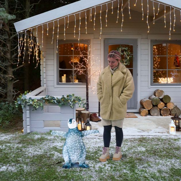 66cm Outdoor Baby Penguin Figure, 688 White LEDs