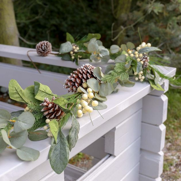1.8m Outdoor Mistletoe Christmas Garland with Pinecones