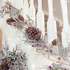 1.5m Frosted Mistletoe and Red Berry Christmas Garland