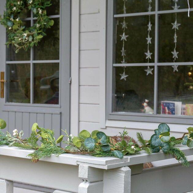 1.8m Outdoor Mistletoe Christmas Garland