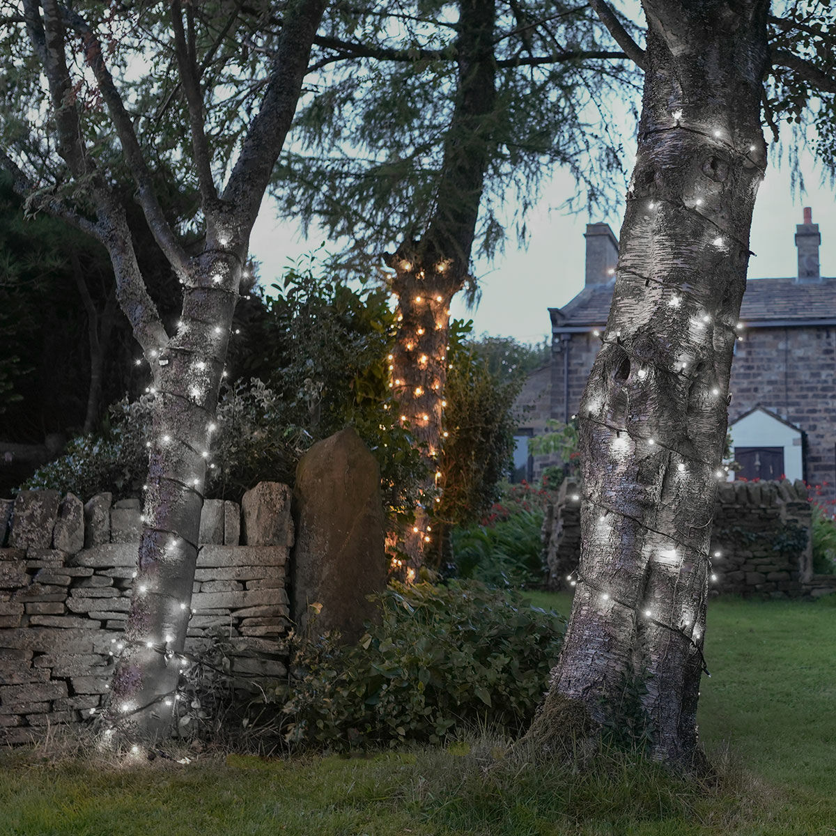 Outdoor LED String Lights, Flash Bulb, Connectable, Black Rubber Cable