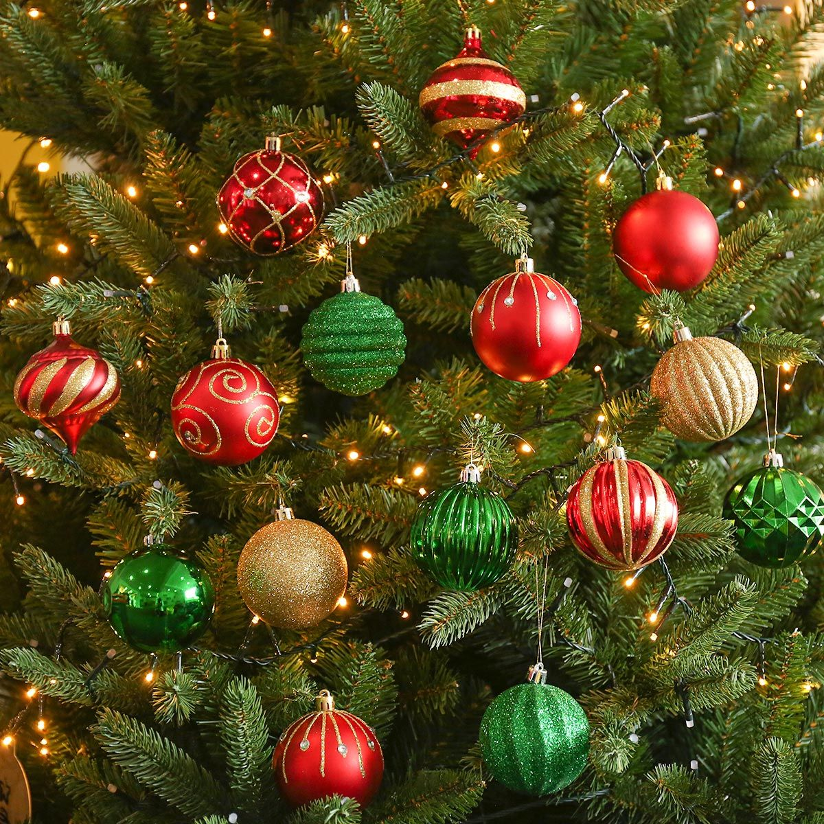 52 X 7cm Red Green And Gold Christmas Tree Baubles