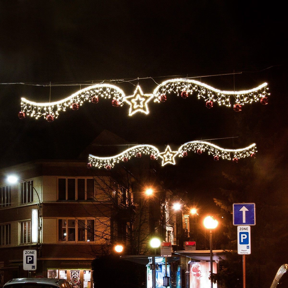 2 Illuminated `Portobello` Warm White Cross Street Motif, 2.8m