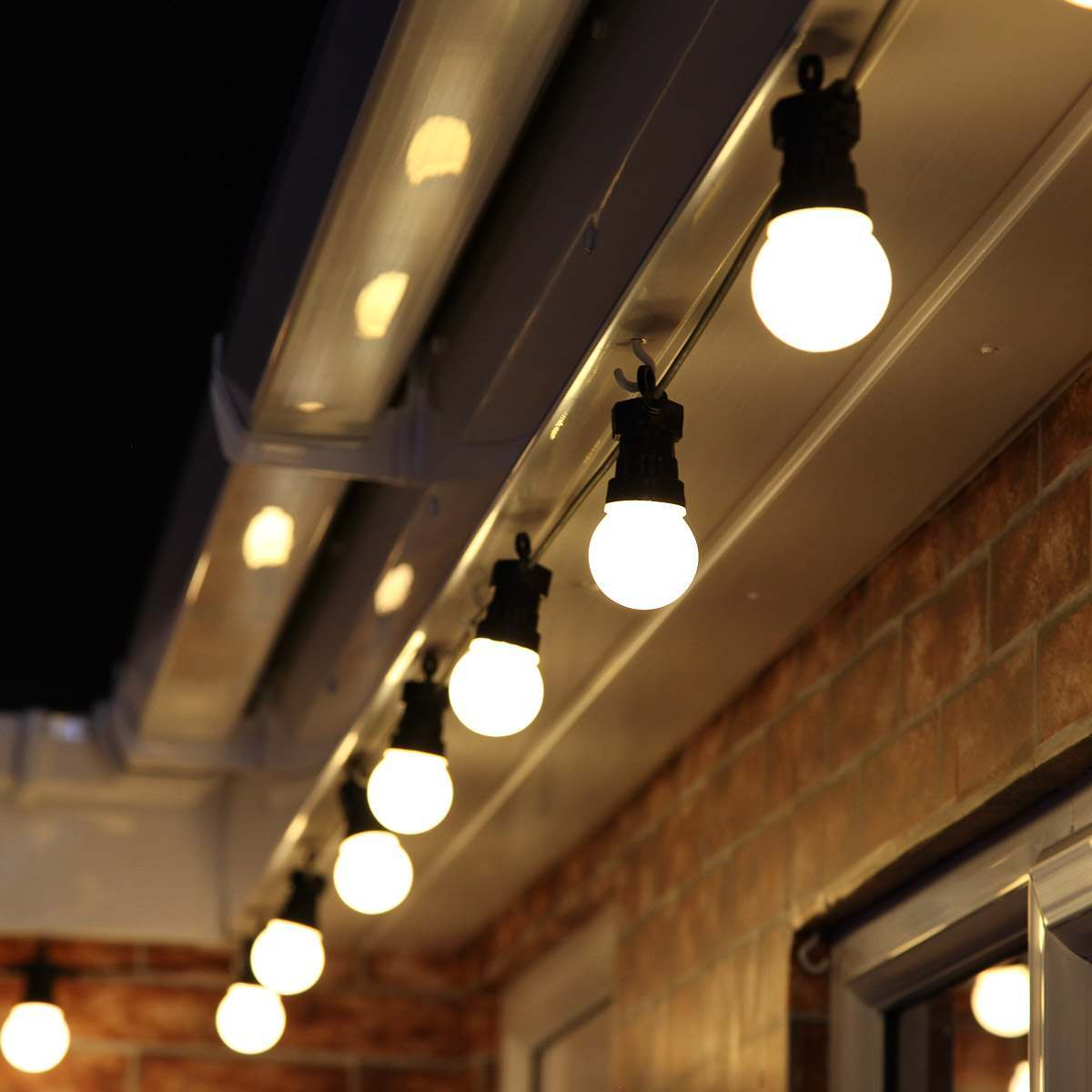 Low Voltage Outdoor Party Lights: 8m Festoon Lights, Connectable, 20 LEDs, Black Cable