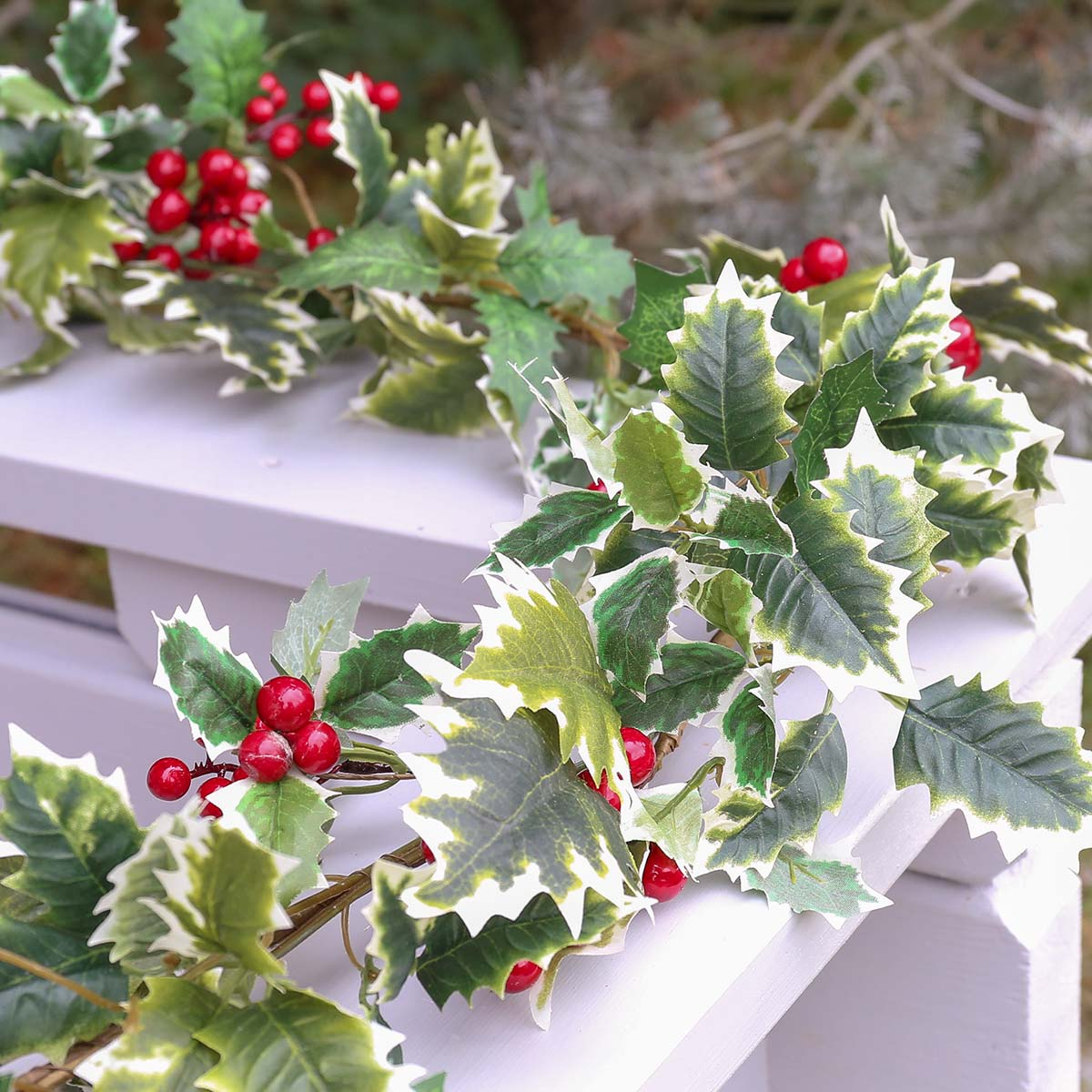 1 8m Outdoor Holly Berry Christmas Garland